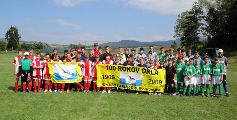 Všetky zúčastnené futbalové oddiely turnaja žiakov