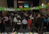 Zábava na plese medzi hosťami