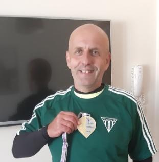 Spokojný Peter už aj s medailou