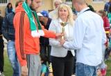 Igor Šemrinec z AS Trenčín odovzdáva cenu za 4. miesto Futbal - FK Melčice - Lieskové